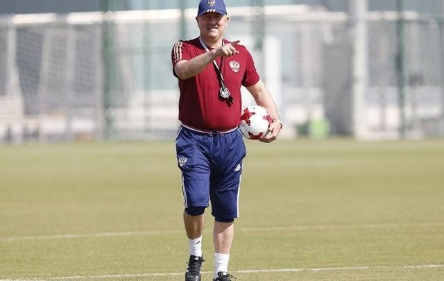 Главный тренер сборной России Черчесов прибыл в Англию на матч «МЮ» и «Ростова»