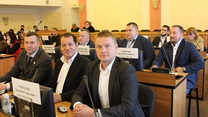 Новым депутатам муниципалитета раздали инструкцию о работе