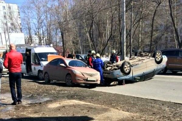 На месте аварии работали спасатели