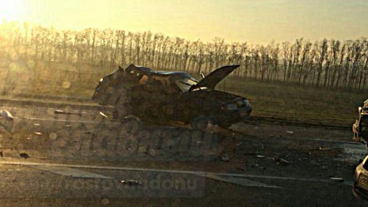 На дороге возле Платова в столкновении «Газели» и легкового автомобиля погибла девушка
