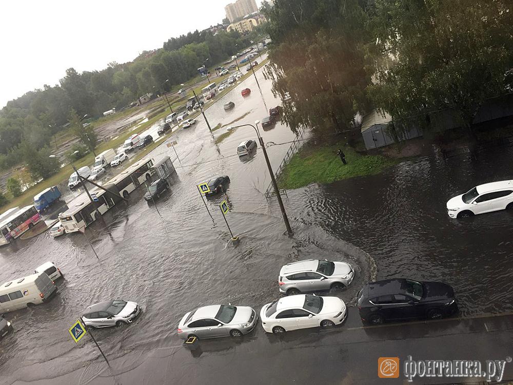 Потоп в районе улиц Парашютной и Новикова
