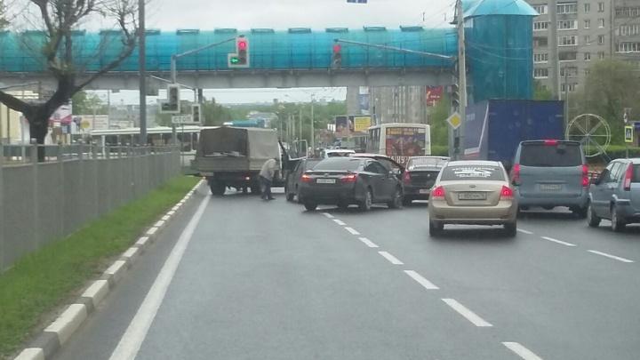 Массовое ДТП у ярославского автовокзала: столкнулись четыре авто