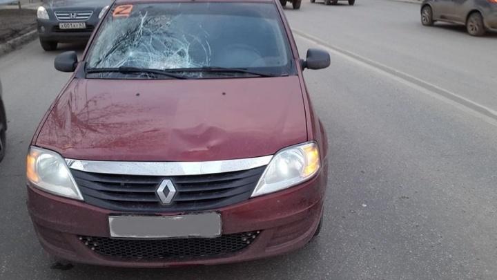 Пробил лобовое стекло: на улице Советской Армии водитель Renault сбил 18-летнего юношу