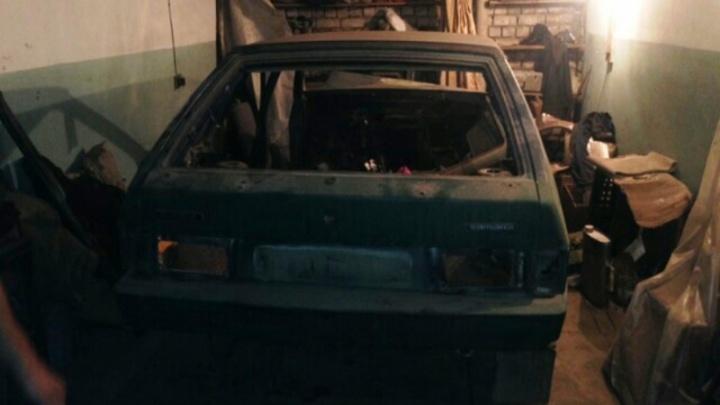 В Самаре автовор разобрал на запчасти оставленную без присмотра легковушку