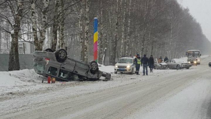 Авария в Лесных полянах: одна машина на крыше, вторую разорвало пополам