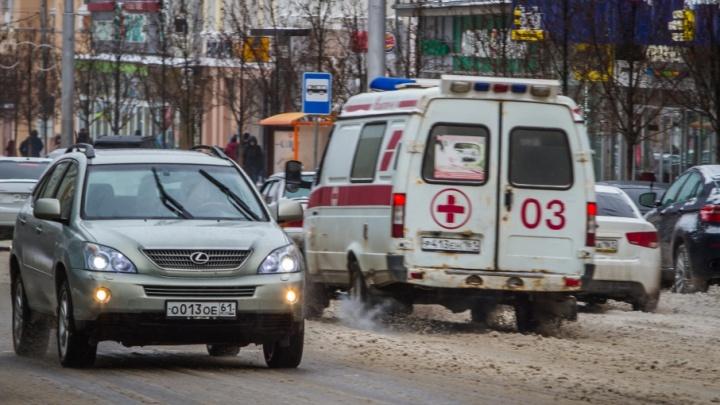 Не уступил дорогу: в Ростове водитель «Лифана» протаранил машину скорой помощи с «тяжелым» пациентом