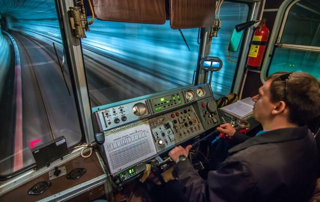 «К графику привыкал четыре месяца»: машинист метро – о работе под землей