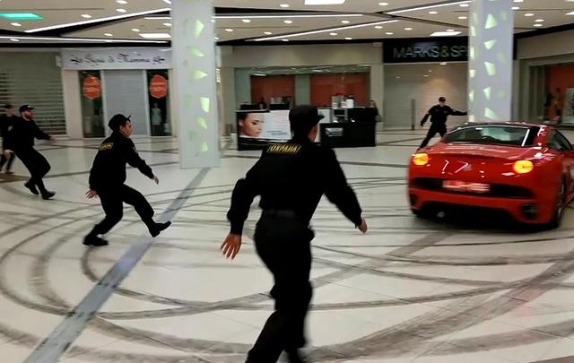 Экс-мэра Архангельска Александра Донского задержали за гонки на «Феррари» в торговом центре