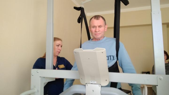 Пылесосят и ремонтируют машины: Челябинску добавили возможностей для реабилитации инсультников