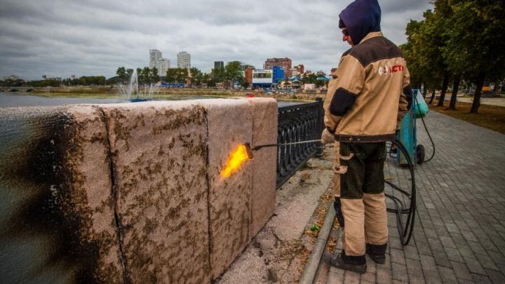 Литые урны и тротуарная плитка: набережную в Челябинске заканчивают приводить в порядок