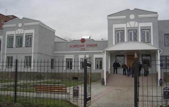 Зарезал соседа за прогулки с женой: убийцу из Таганрога осудили на девять лет
