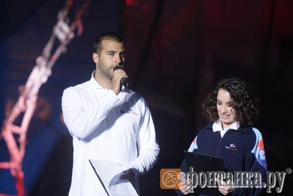 Ведущие Иван Ургант и Виктория Дайнеко