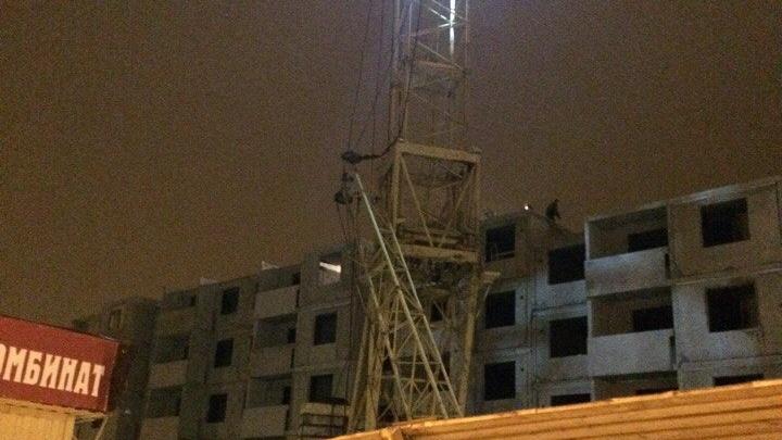 В Советском районе Волгограда рухнула стрела башенного крана