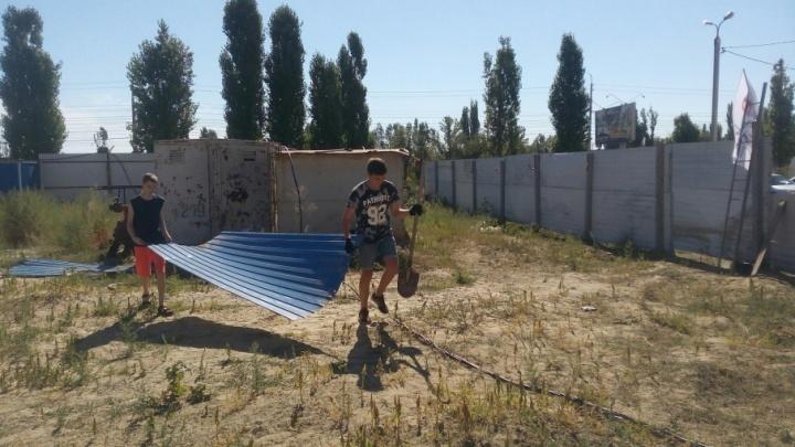 Дольщики ЖК «Парк Европейский» спасают квартиры от бомжей, которые там разводят костры