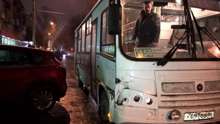 В Ярославле «Газель» врезалась в маршрутку