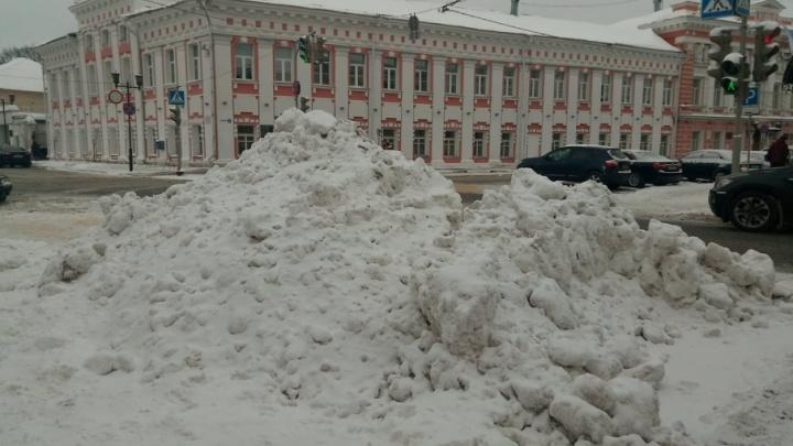 «Жалобу приняли, но снег не убрали»: ярославцы ругаются на состояние дорог и тротуаров