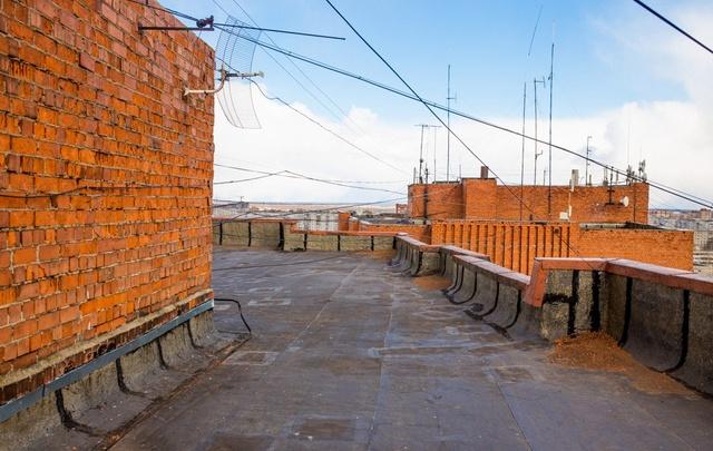 Девятилетний мальчик упал с крыши в Рыбинске