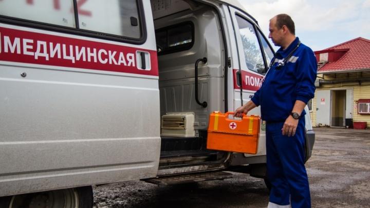 В центре Ростова иномарка на большой скорости врезалась в маршрутку: есть пострадавшие
