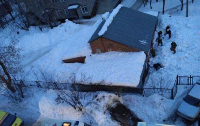 За дело о падении снега на пермских школьников взялись следователи