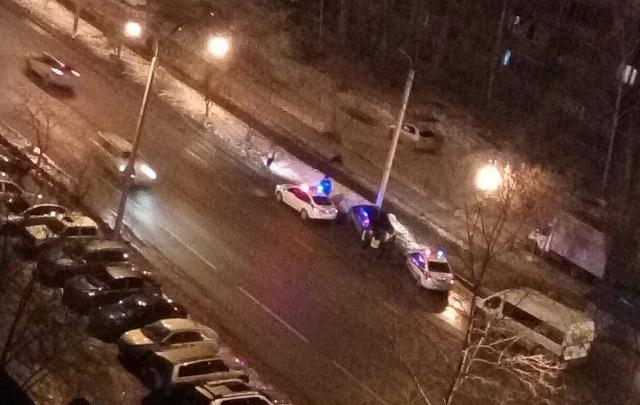 На улице Газовиков задержали неадекватного водителя, забуксовавшего в сугробе