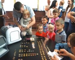 Детям банкиров организовали эукскурсию по офису «Кубань Кредита»