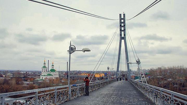 Тюменцам предлагают оформить опоры Моста влюбленных: лучший проект получит 100 тысяч рублей