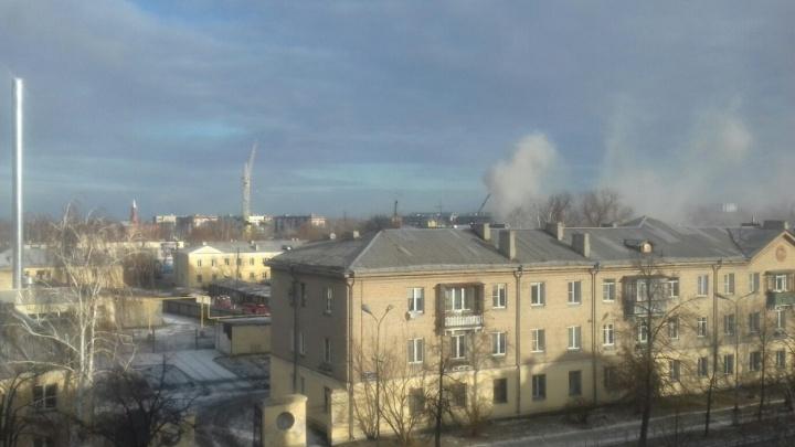 В Копейске рядом с жилыми домами загорелся сарай