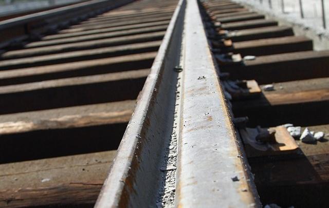 В Челябинской области поезд задавил мужчину на путях