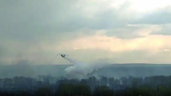 Лесной пожар на Южном Урале потушили с самолета