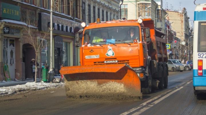 Мэрия: на уборку дорог Самары от снега направили 135 единиц спецтехники