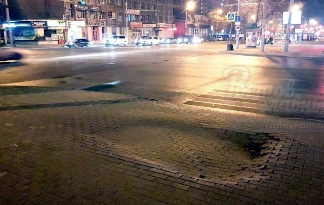 На Ворошиловском в Ростове провалился тротуар