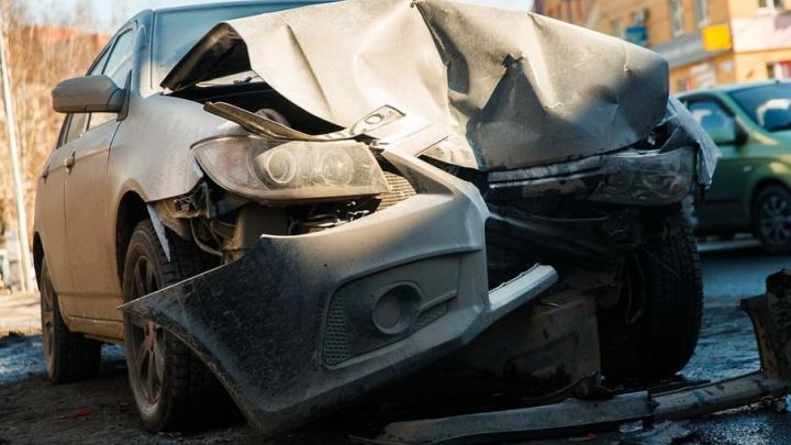 На трассе Тюмень–Екатеринбург выставят разбитые в ДТП машины