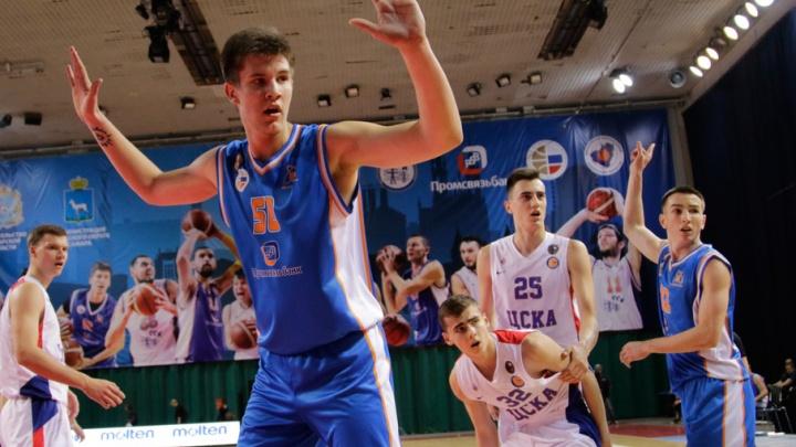 Два игрока баскетбольной «Самары» борются за путевку на чемпионат Европы