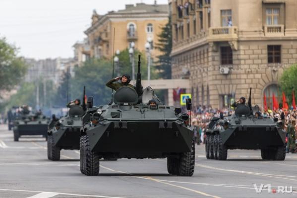 Посмотреть парад Победы решили сотни волгоградцев