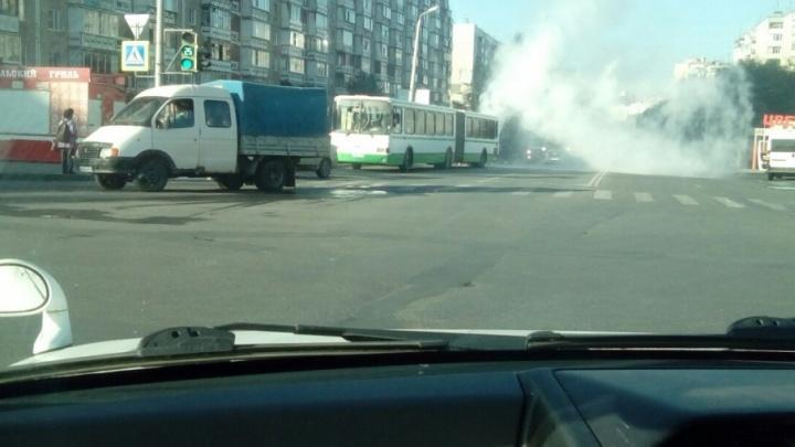 На северо-западе Челябинска во время движения загорелся автобус