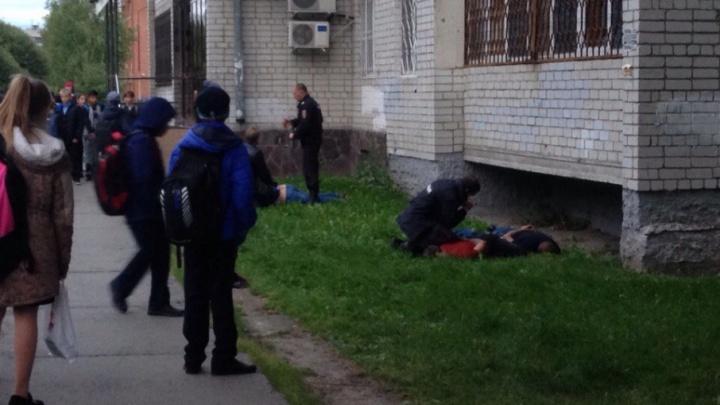 «Давай, раз на раз»: появилось видео эпической драки буянов и полицейских на Московском тракте
