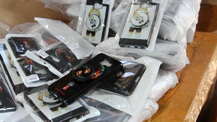 Nokia, Samsung и FIFA: в Самарской области таможенники задержали фуру с чехлами для телефонов