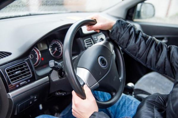 По мнению большинства, мужчины более уверенны за рулем