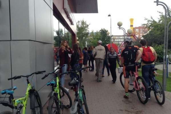 Потасовка среди посетителей кафе произошла в субботу около 17:00
