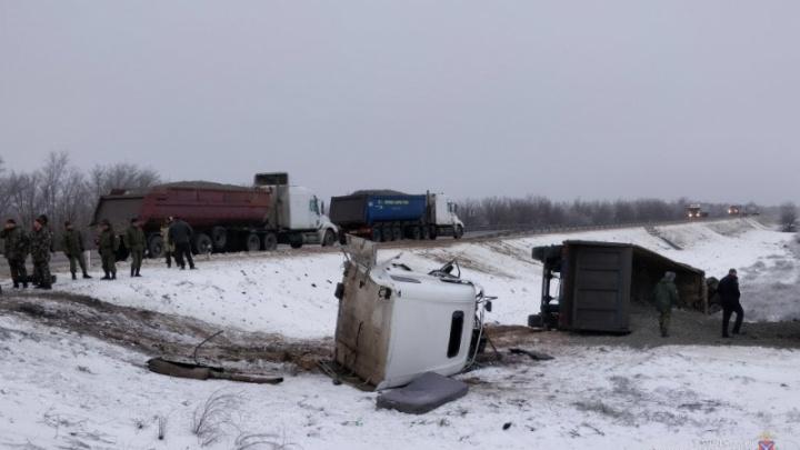 На трассе Волгоград — Каменск-Шахтинский водитель фуры из Ростовской области врезался в колонну БТР
