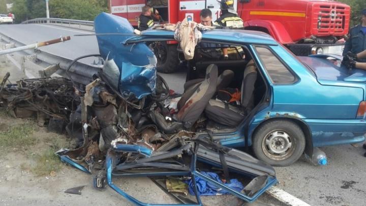 Пьяный водитель «Лады» влетел в металлический отбойник Пермяковского путепровода