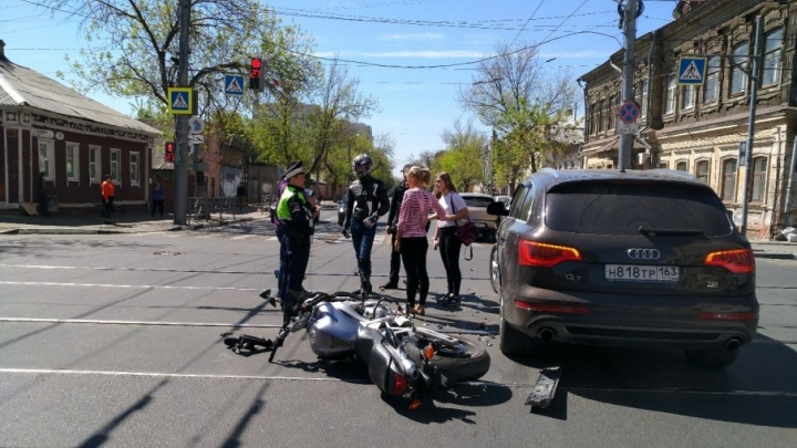 В Самаре на трамвайных путях столкнулись мотоциклист и автоледи на «Ауди»