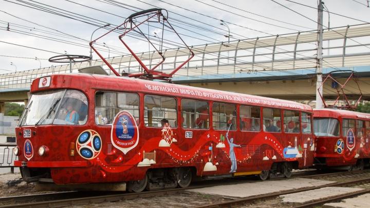 В Волгограде «Татры» скоростного трамвая украсили символикой чемпионата мира по футболу
