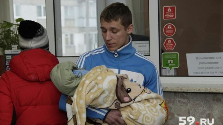 «Играла музыка. Потом все затихло, повалил дым»: репортаж из Чусового, где в пожаре погибли 6 человек