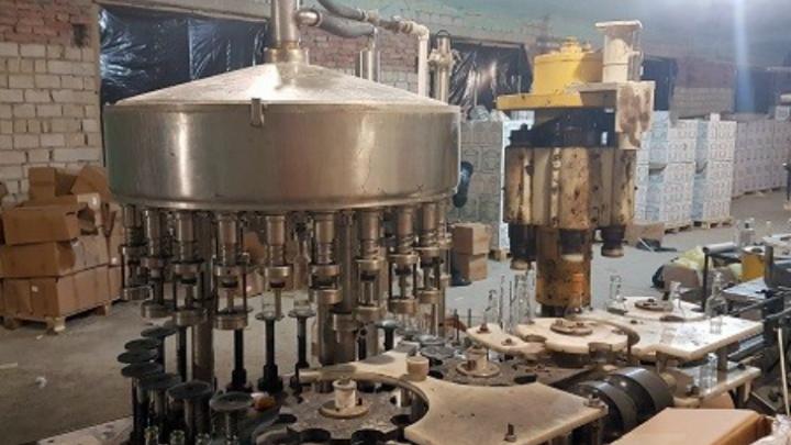 Контрафактный алкоголь на 5 млн рублей нашли в подпольном цеху на Дону