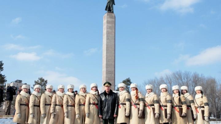Виктор Золотов в Волгограде сделал фото с регулировщицами и осмотрел «Волгоград Арену»