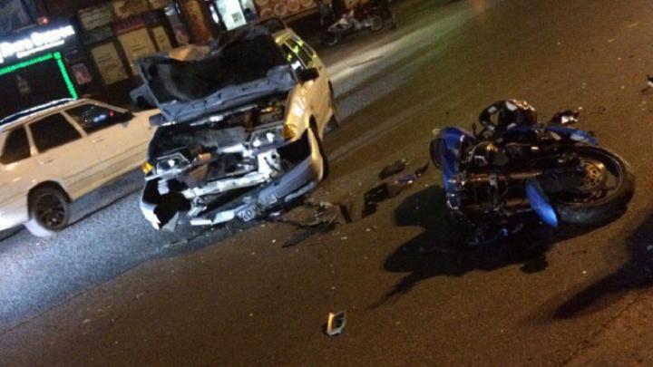 На улице Герцена в ДТП с легковушкой пострадал мотоциклист