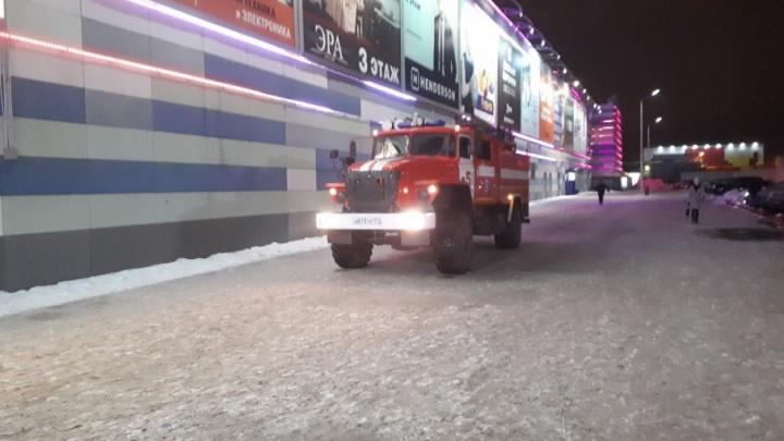«Там всё в дыму»: в Челябинске из супермаркета «Лента» эвакуировали людей