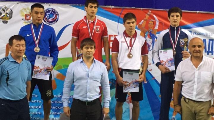 Ростовские спортсмены вернулись с медалями с соревнований по борьбе
