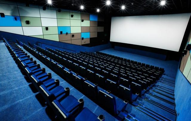 В Мирном директор кинотеатра на премиях сотрудников сэкономил 80 тысяч рублей